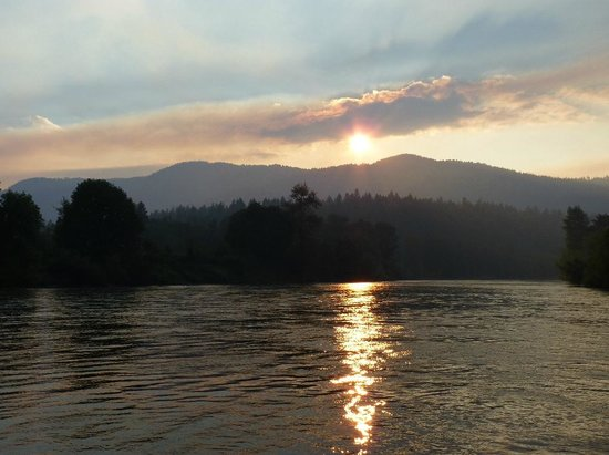 Hellgate Jetboat Excursions : Forest fires over the Rogue