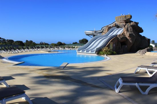 Vue des mh secteur a photo de yelloh village le for Camping perros guirec piscine