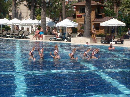 Crystal Tat Beach Golf Resort & Spa: zwembad