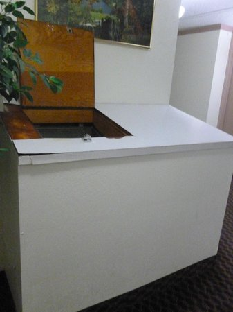 Days Inn Colorado: Laundry Chute