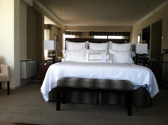 Granville Island Hotel : Corner room
