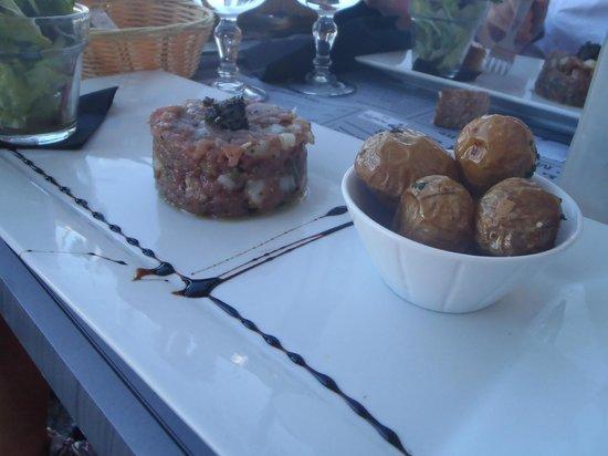 Le Phare : Duo de tartares de poissons. Salade et Pommes grenailles