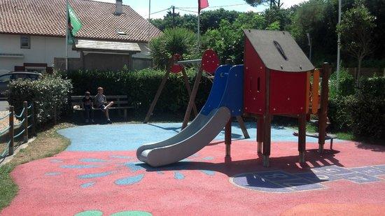 Camping Ferme Erromardie: jeux pour les enfants