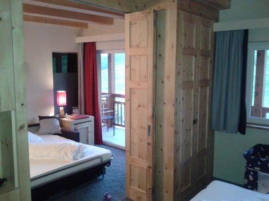 Hotel Goldknopf: parete in legno scorrevole