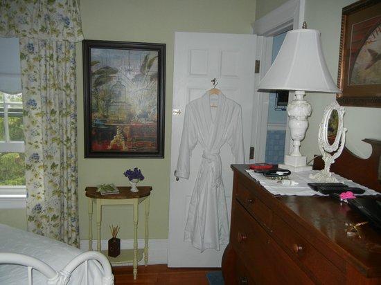 1907 Bragdon House Bed & Breakfast: Bedroom