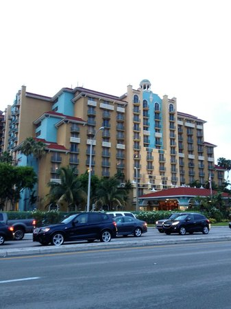 Embassy Suites by Hilton Fort Lauderdale 17th Street: Across the street