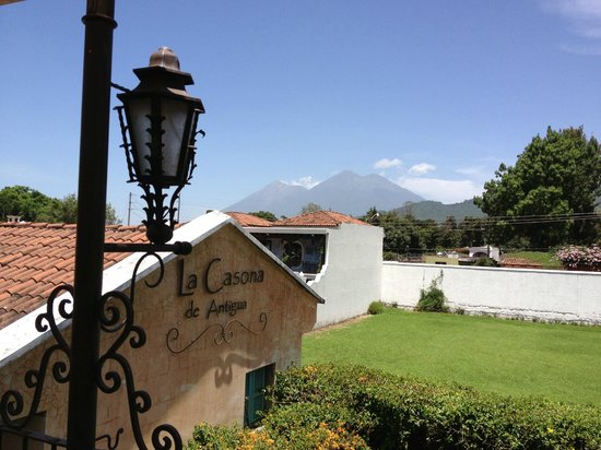 La Casona de Antigua: View of volcanoes Agua & Fuego from the terrace