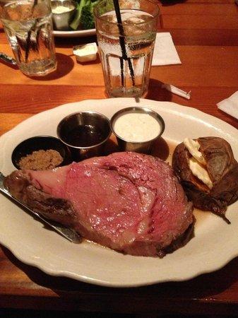 Chuck's Steak House: Prime Rib Dinner!