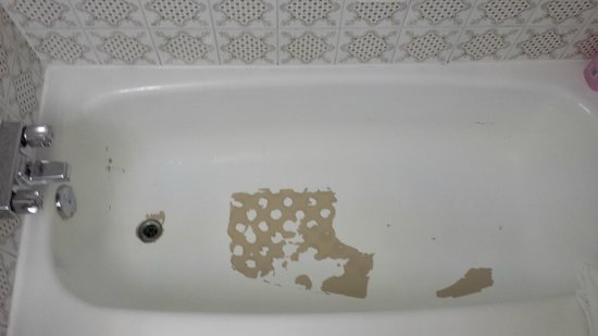 Canadas Best Value Inn - Saint John: Peeling Bathtub?