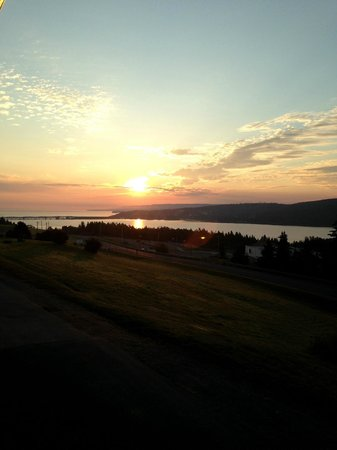 The Iona Heights Inn : sunrise from the balcony of our room