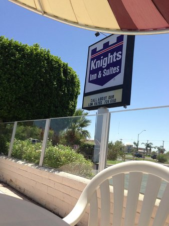 Knights Inn & Suites Yuma: Sign