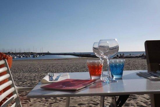 Nina à la plage : une vue magnifique pour diner