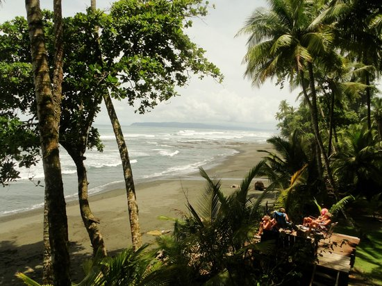 Rancho Burica: relax spot for spotting your own waves for surf in front of you