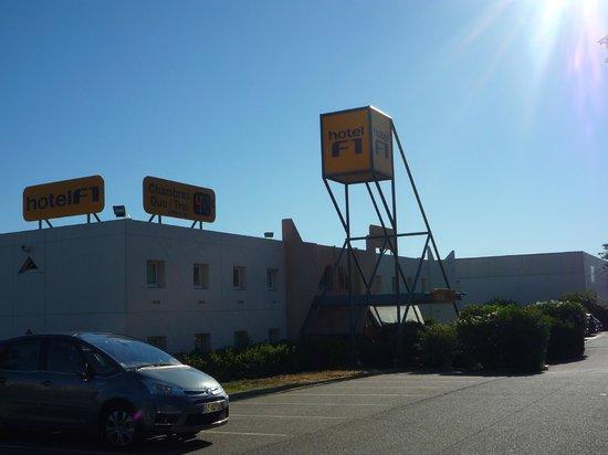 hotelF1 Carcassonne : Parking area