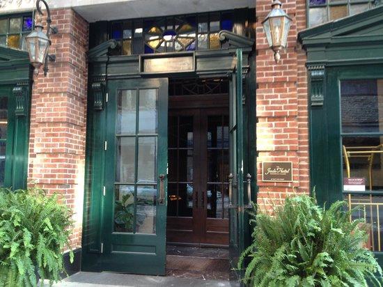 Walker Hotel Greenwich Village: Front entrance