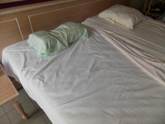 Hotel Cosmopolite : Het onderlaken wordt niet gladgestreken, alvorens het bovenlaken toe te dekken