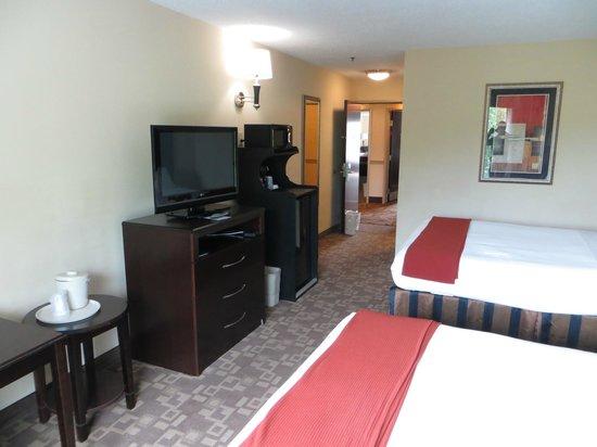 Holiday Inn Express Hotel & Suites Lexington Northeast : Room.
