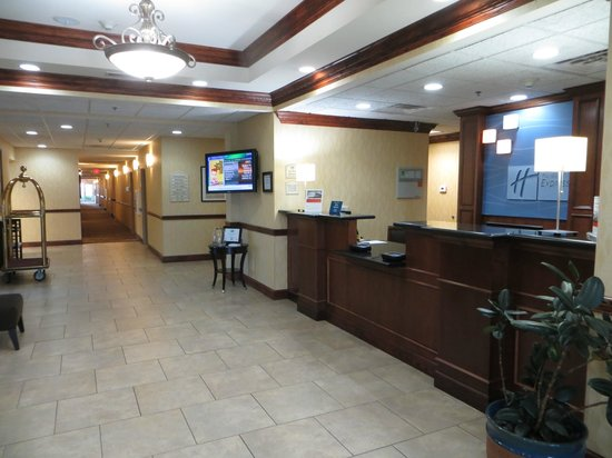Holiday Inn Express Hotel & Suites Lexington Northeast : Lobby Desk.