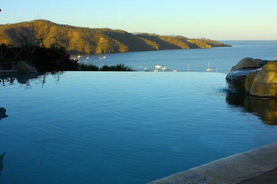 Hotel Condovac la Costa: Infinite effect Pool- Piscina con Efecto Infinito