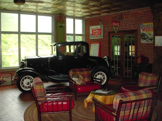 Historic Tapoco Lodge Resort: Main lounge
