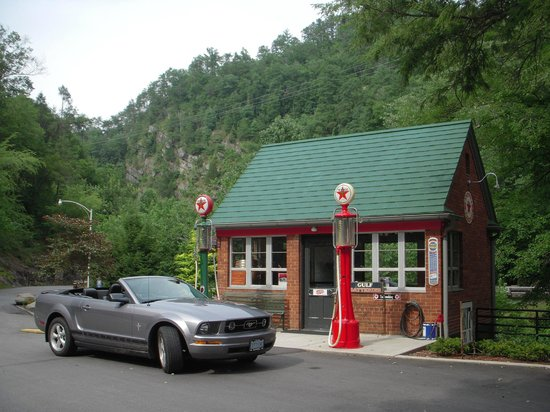 Historic Tapoco Lodge Resort: Restored gas station