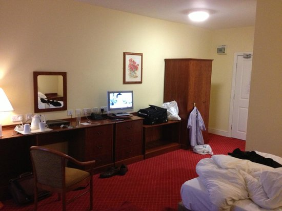 Hunley Hotel and Golf Club: double beds in non sea facing room (excuse the mess)