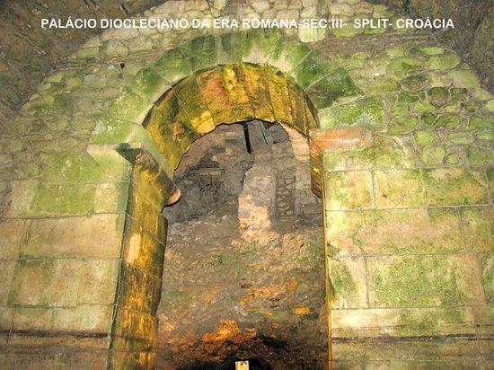 Diokletianpalast: Construção preservada do séc.III (Palácio Diocleciano)