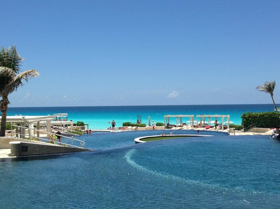 Sandos Cancun Luxury Resort: View from the top of three infinity pools