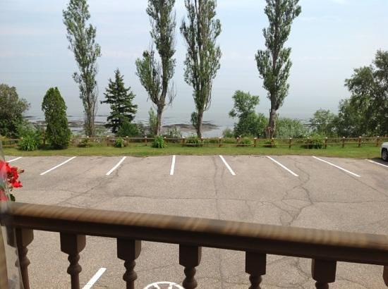 Hotel Cap-aux-Pierres : Outdoor seating area view