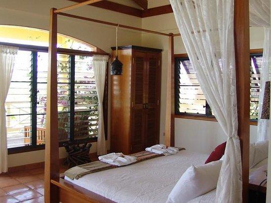 Casa Del Sol: Master bedroom with king bed + bathroom