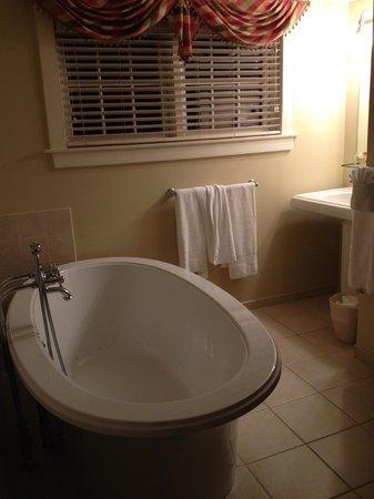 Joseph Ambler Inn: Pennypacker Room Bathroom
