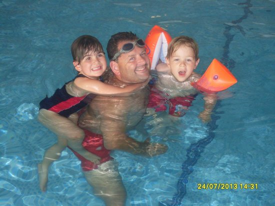 Sands Resort Hotel & Spa: Fun in the pool with Daddy