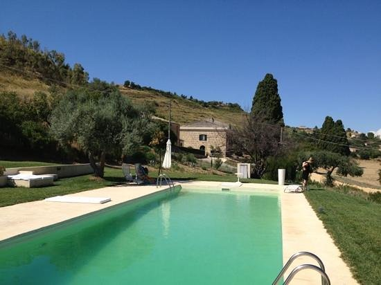 La Casa del Poeta : the **too cold** pool, with the house behind