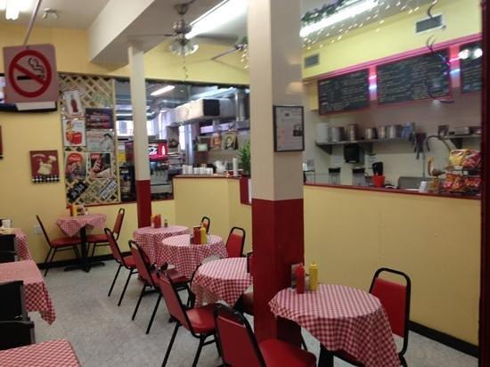 Graffitti's Cafe: inside