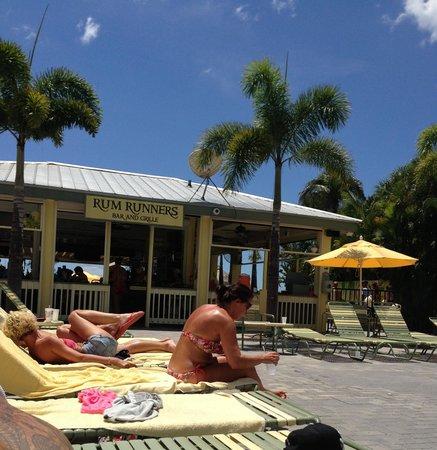 Rum Runners Bar & Grille at Sirata Beach Resort: Beach bar