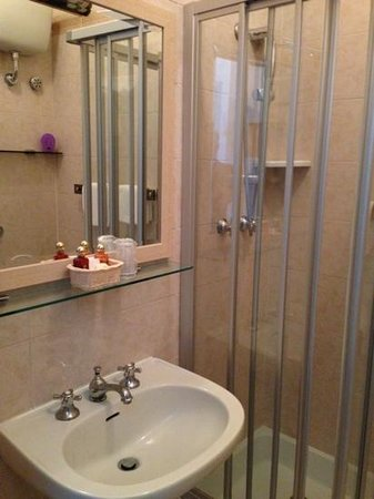 Hotel Numana Palace: il bagno in camera