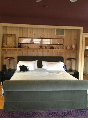 Retreat at TreeGap: The King size bed