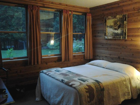 Prospect Point Cottages - Blue Mountain Lake: Moose Lodge Main Bedroom