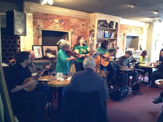 49 West Coffeehouse, Winebar & Gallery : Sunday with the Reichweins
