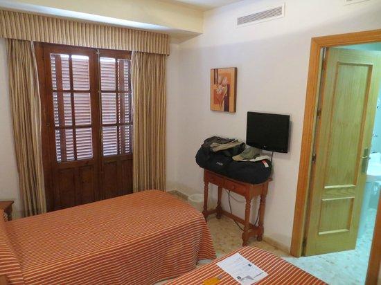 Hostal Alborada: Bedroom with 2 twin beds at Alborada