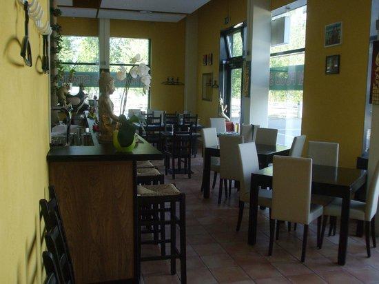 Thai Food Station: Indoor seating