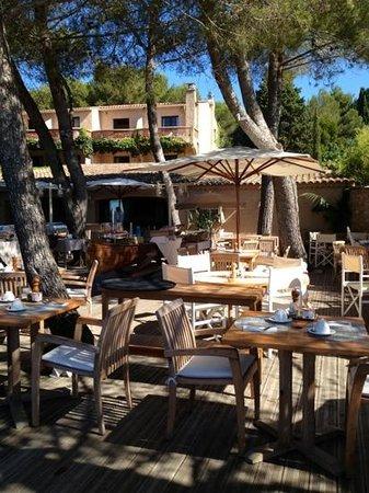 La Pinede Plage: café da manhã ao ar livre