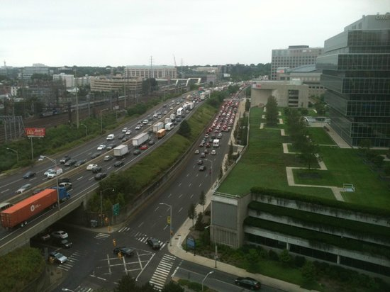 Stamford Marriott Hotel & Spa: Rush hour traffic view from my room