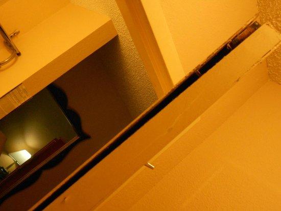 Days Inn Mckinney Door falling apart & Door falling apart - Picture of Days Inn Mckinney McKinney ...