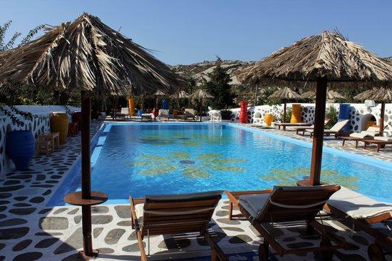 Sun Of Mykonos Studios: Excellent pool...and bar...