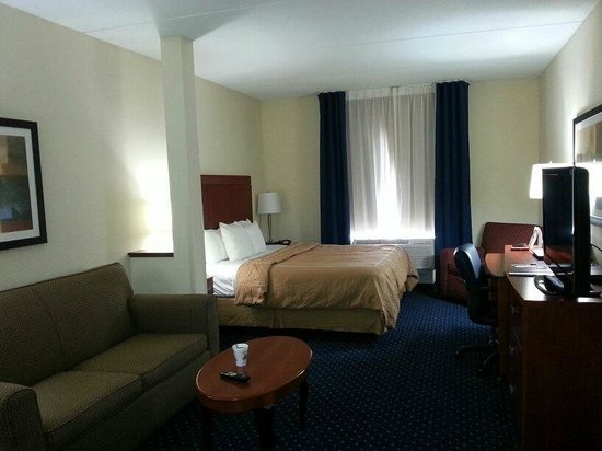Comfort Suites Biltmore Square Mall