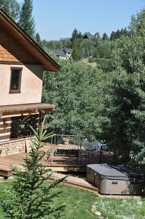 Chalet Val d'Isere: Summer yard