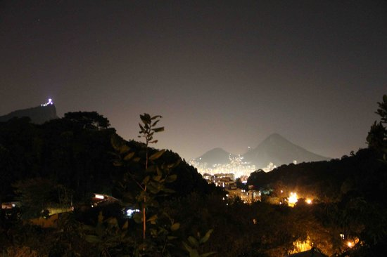 Gavea Tropical Boutique Hotel : Night view of Rio from our room