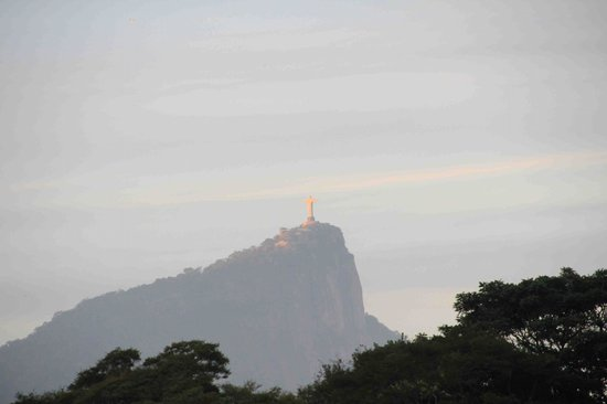 Gavea Tropical Boutique Hotel : Daytime view of Corcovado and Christ the Redeemer
