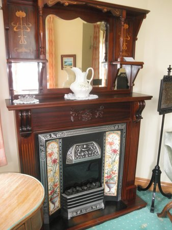 Seaview House Hotel: Beautiful fireplace in our room